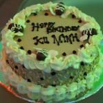 Bánh sinh nhật bác Hiển nhà ta tự tay làm, ít ngọt và ít béo :D